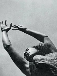Ritual in Transfigured Time by Maya Deren Underground Film, Film Recommendations, Film Stills, Short Film, Face And Body, Cinematography, Filmmaking, Color Inspiration, Maya