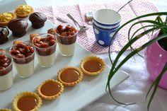 Pour nos invités au lieu de faire un gros dessert j'ai préféré faire aujourd'hui des mignardises , de petites bouchées diverses à déguster avec un thé ou un café ! J'ai proposé : - des mini tartelettes à l'orange curd - des mini tartelettes au caramel...