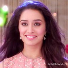 This smile is juzz for sharddha kapoor fans. Beautiful Bollywood Actress, Most Beautiful Indian Actress, Prettiest Actresses, Beautiful Actresses, Indian Celebrities, Bollywood Celebrities, Celebrity Casual Outfits, Shraddha Kapoor Cute, Sraddha Kapoor