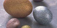 huevos de Pascua decorados con glitter