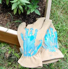 Dad would love a pair of these cute gloves from the kids. It's a fun Father's Day craft for the family, too.