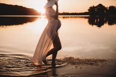 These 35 Emotive Maternity Photography Images are simply beautiful - These 19 Emotive Maternity Photography Images are simply beautiful maternity portraits Maternity Photography Poses, Maternity Poses, Maternity Portraits, Maternity Pictures, Pregnancy Photos, Pregnancy Tips, Water Maternity Photos, Maternity Styles, Pregnancy Photography