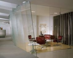 Lobby Chair by Charles & Ray Eames for Vitra / Herman Miller