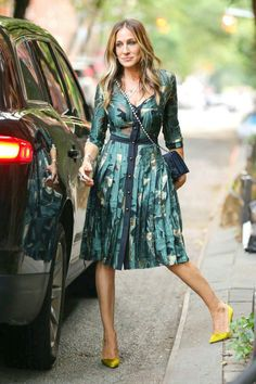 I love how Sarah Jessica Parker has punched up this teal dress with her acid yellow shoes.