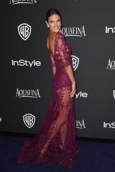 Fantástica Alessandra Ambrosio en la Gala de los Globos de Oro 2015, ¿adivináis qué color lleva? con @glamourspain #GlobosDeOro #Celebrities #Marsala