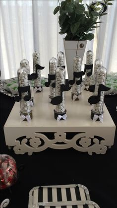 Tubete notas musicais Music Centerpieces, Music Party Decorations, Banquet Centerpieces, Music Themed Cakes, Music Themed Parties, Music Theme Birthday, 75th Birthday Parties, Festa Rock Roll, Guitar Party