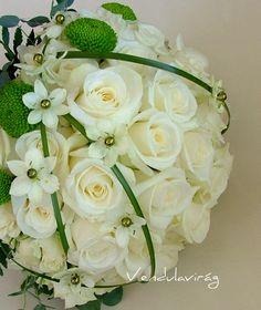 vendulavirág: menyasszonyi csokor fehér rózsából Akita, Floral Wedding, Floral Design, Floral Wreath, Bouquet, Peach, Wreaths, Bride, Flowers