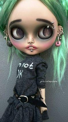 Guarda questo articolo nel mio negozio Etsy https://www.etsy.com/listing/469777196/aurora-ooak-customized-blythe-doll-by