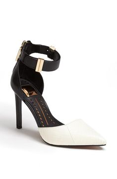 Black + White Pump LBV