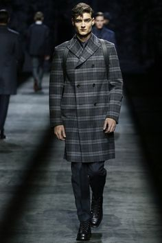 See the complete Brioni Fall 2016 Menswear collection.