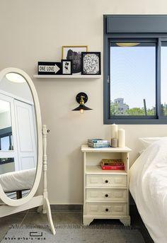 """חדר שינה בדירה בפ""""ת. עיצוב פנים: מירב קצמן"""