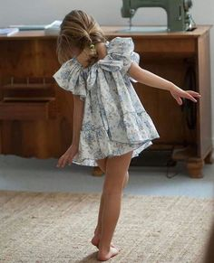 little girls cotton dress with ruffles Cute Little Girls, Little Girl Dresses, Cute Kids, Girls Dresses, Summer Dresses, Little Girl Fashion, Toddler Fashion, Kids Fashion, Outfits Niños