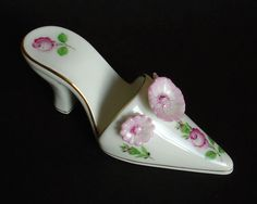 HEREND PORCELAIN WOMANS HIGH HEAL LADIES GIRLS ROSE SHOE FIGURINE