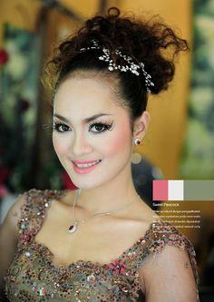 Sweet Peacock #makeup #elegant #beauty