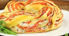 Pizza roll with salmon - a bite out of this and your guests will thank you. Newsner give you the news that truly matters to you! Vegan Recipes, Snack Recipes, Dessert Recipes, Cooking Recipes, Savory Pastry, Savoury Baking, Brunch, Recipes From Heaven, Snacks