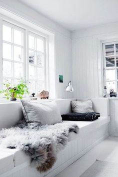We've come up with a few easy ways to integrate the minimalist look into our own homes. Read ahead for 15 ideas that will help you turn your living room into a chic den of minimalism. #hunkerhome #livingroomideas #minimalistlivingroom #minimalist #minimalistlivingroomideas Style At Home, Living Room White, Home And Living, Cozy Living, Ideas Hogar, Scandinavian Home, Home Fashion, Home Furniture, Furniture Shopping
