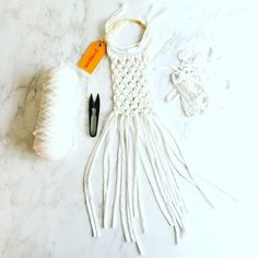 total white macrame necklace by pompom, pom-pom.me, https://www.etsy.com/it/shop/pompomfromflorence