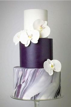 Marble Wedding Cakes for a Modern Bride.If you like a modern and elegant wedding decor then you will love these wedding cake decorated with marbleized fondant. Heres 11 marble wedding cakes that are perfect for a modern bride Big Wedding Cakes, Creative Wedding Cakes, Wedding Cake Decorations, Beautiful Wedding Cakes, Wedding Cake Designs, Beautiful Cakes, Aisle Decorations, Purple Wedding, Wedding Day