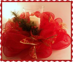 Crafty In Crosby: Deco Mesh Centerpiece, definitely making this! Christmas Mesh Wreaths, Christmas Door Decorations, Christmas Tablescapes, Christmas Centerpieces, Deco Mesh Wreaths, Christmas Ornaments, Christmas Projects, Holiday Crafts, Christmas Ideas