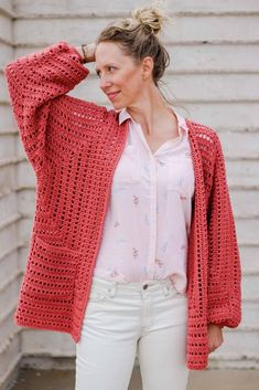 Easy Crochet Cardigan Video Tutorial – free pattern made from two hexagons OMG yes! This gorgeous sweater pattern is made from two simple hexagons and includes a video tutorial! It even uses one of my favorite Lion Brand Yarns (Vanna's Style). Crochet Bolero, Pull Crochet, Gilet Crochet, Crochet Cardigan Pattern, Crochet Jacket, Easy Crochet, Free Crochet, Knit Crochet, Crochet Patterns