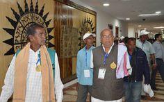बिलासपुर एवं रायगढ़ जिले के सहकारिता प्रतिनिधियों ने नया रायपुर स्थित मंत्रालय भवन का अवलोकन किया. यहाँ प्रशासनिक एवं सचिव ब्लाक देखा. रजिस्ट्रार श्री भगवान सिंह कुशवाहा ने उन्हें मंत्रालय की संरचना एवं व्यवस्थाओं की जानकारी दी. जिम में आधुनिक उपकरणों पर व्यायाम कर वे बेहद खुश हुए.