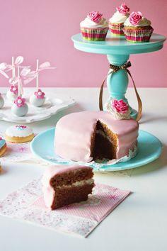 Bolo de Chocolate e Bolachinhas de Manteiga * Chocolate Cake and Butter Biscuits