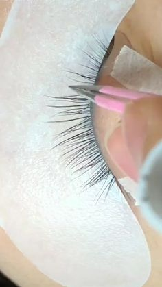 Perfect Eyelash Extension Work - MakeUp & more - Eyelash extensions Eyebrow Makeup, Beauty Makeup, Eyeliner, Beauty Lash, Eyebrow Pencil, Makeup Geek, Mascara, Eyelash Extensions Salons, Volume Lash Extensions