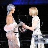 Άκρως αποκαλυπτική η Rihanna στα CFDA Fashion Awards | about-woman