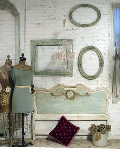 Love the headboard Shabby Chic Meas Vintage, Shabby Vintage, Vintage Home Decor, Vintage Style, Rustic Cottage, Cottage Chic, Old Dress, Double Headboard, White Wash Brick