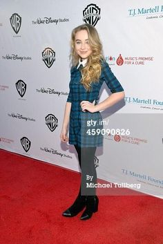 I love Sabrinas outfit on the red carpet!I love Sabrina so much it's insane!