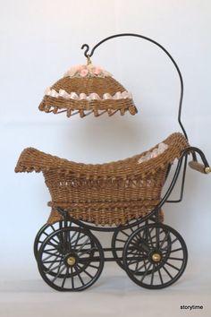 Виталия ❤️Wickerlife🕸️ - Photo from album Paper Basket Weaving, Weaving Art, Vintage Baby Cribs, Traditional Baskets, Dolls Prams, Newspaper Crafts, Vintage Baskets, Sisal, Wicker Baskets