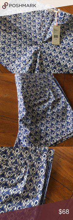 Super cute New with tags feather print Vineyard Vines Shorts