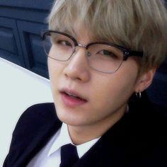yoongi in glasses (3/4)