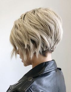 Trending Hairstyles 2019 - Short Layered Hairstyles - EveSteps - New Hair Styles Bob Haircuts For Women, Short Bob Haircuts, Short Hairstyles For Women, Fine Hairstyles, Hairstyles 2018, Edgy Haircuts, Pretty Hairstyles, Short Layered Hairstyles, Pixie Bob Haircut