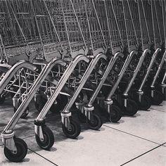 #circle #circular #round #rounshape #cirkelvormig #circleoftheday #everyday #project2017 #wheels #shoppingtrolley #shoppingcart #shoppingcarts #supermarket #blackandwhite #shoppingtrolleywheels