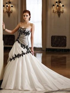 Vestido de novia en blanco y negro para Halloween #halloween #boda #wedding #ideas #decoracion #deco #inspiration