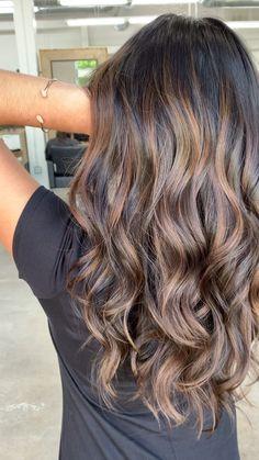 Look at those curls in this beautiful Carmel Brunette Balayage! Look at those curls in this beautiful Carmel Brunette Balayage! Hair Lights, Light Hair, Light Curls, Soft Curls, Brown Blonde Hair, Lowlights On Brown Hair, Long Brunette Hairstyles, Balayage Hair Brunette Caramel, Dark Brunette Balayage Hair