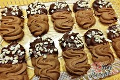 Chocolate biscuit with almonds - kekes Best Christmas Cookies, Holiday Cookies, Christmas Baking, Biscuit Decoration, Desserts With Biscuits, Czech Recipes, Oreo Cupcakes, Chocolate Biscuits, Yummy Cookies