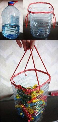 Genial para los colores de los niños,los ganchos de ropa etc Sólo usa un envase vacío de Agua o jugo. Córtalo por el borde y pasa ligeramente por el calor con un cerillo o encendor para limar asperezas y después perfora a los lados para amarrar dos listones para sostener. Puedes usar los diurex Como Duc tape que ya vienen decorados y pégalo alrededor . Listo un utensilio útil y lo mejor es que hemos reciclado. #reciclaje #tips #ideas #kids #manualidades #blog #ad