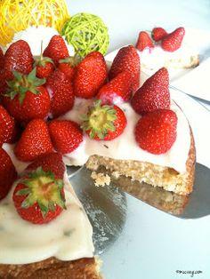vegan strawberry cake with vanilla-mint pudding and fresh strawberries