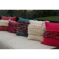 Not the inspiration for my brown and red cushion covers, but not entirely disimilar. Weaving Textiles, Weaving Art, Loom Weaving, Hand Weaving, Felt Pillow, Pillow Room, Boho Cushions, Crochet Cushions, Small Pillows
