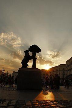 Anochece en el horizonte de atardecer el esplendor del  Sol en #MadridEspaña #PenínsulaIberica de #Europa ...