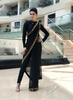 How to Make a Ethnic Dress Modern ?COM NEXT– 15 Beautiful and Trendy Lace Dresses of 2018 So, you have a lot of kurits and now you are bored of them. Indian Fashion Dresses, Indian Designer Outfits, Fashion Outfits, Indian Outfits Modern, Indian Fashion Modern, India Fashion, Fashion Weeks, Fashion Boots, Designer Dresses