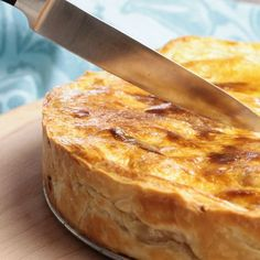 Heerlijke hartige taart met kip, kerrie en appel. Lees verder voor het recept...