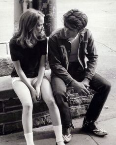 """Sissy Spacek and Martin Sheen on the set of """"Badlands"""" (Terrence Malick,1973)."""