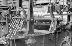 HANNOVER Döhren Industrie  Doehrener Wolle - Wollwaschmaschine Die Döhrener Wollwäscherei und -kämmerei, auch Döhrener Wolle oder Wollwäscherei und -kämmerei (W W & K) genannt, in Hannover war die erste deutsche Fabrikationsstätte zur mechanischen Reinigung von Wolle. Die ausgedehnten Werksbauten des 1868 gegründeten Unternehmens befanden sich am Fluss Leine sowie auf der Leineinsel im Stadtteil Döhren. Hanover Germany