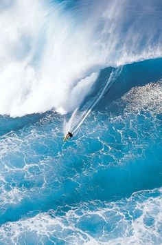 Giant Blue Breaker, North Shore, Oahu, Hawaii