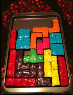 Tetris cake, good bribery for game night. I need to do this for my rezzies! I have an arcade theme ;)