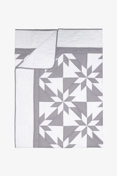 Amish Patchwork Duotone Queen Quilt in grey and white. Patchwork Patterns, White Patterns, Quilt Patterns, Modern Color Palette, Modern Colors, Queen Quilt, Queen Size Bedding, Grey Quilt, Amish Quilts