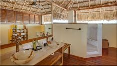 Egzotikus fürdőszoba, modern stílus - Luxuslakás 7 Loft, Bed, Furniture, Vintage, Home Decor, Farm Cottage, Cottage Chic, Decoration Home, Stream Bed